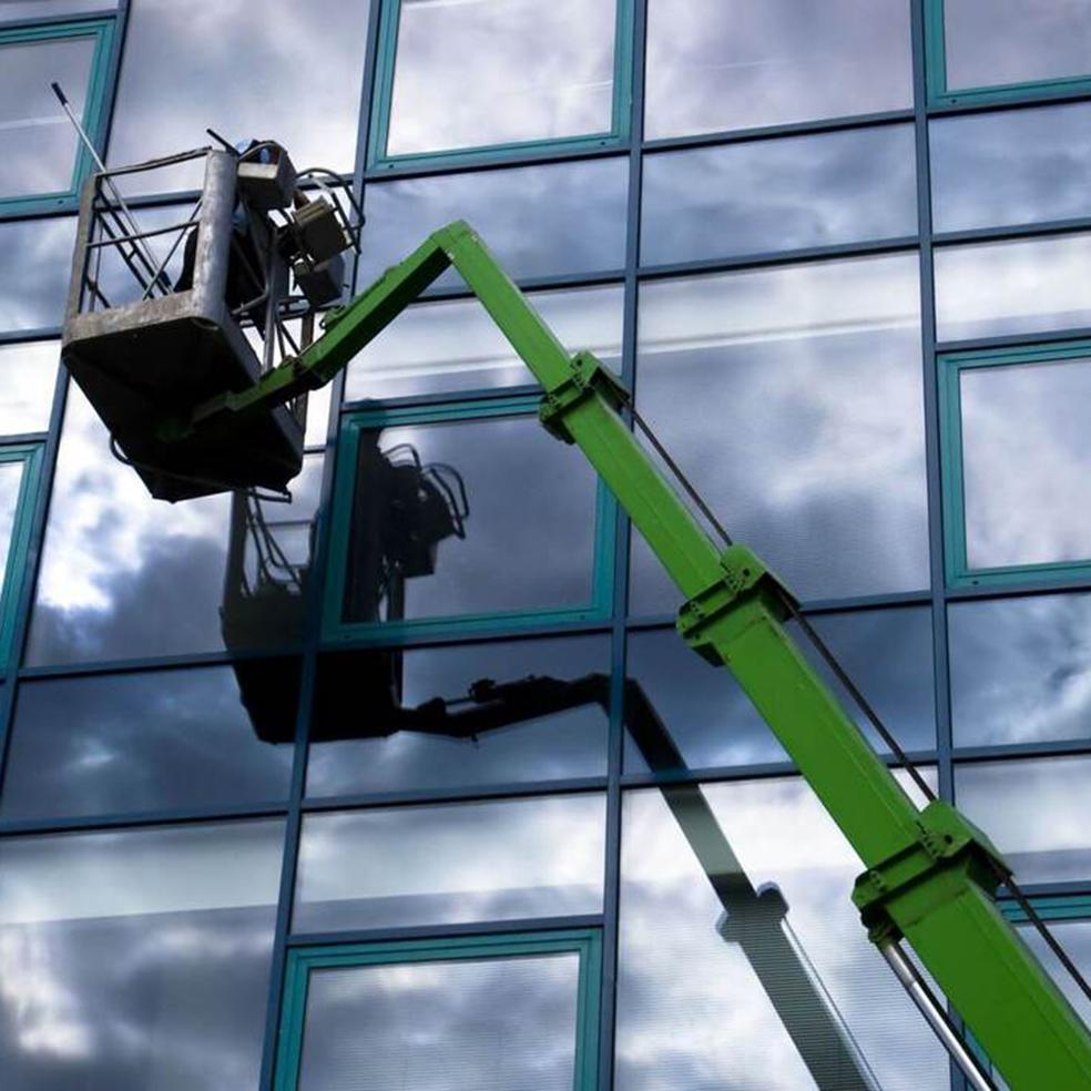 تنظيف واجهات المباني